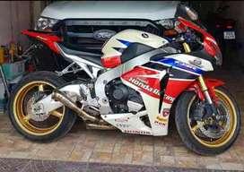 Honda CBR 1000RR ( no r1, no zx10)