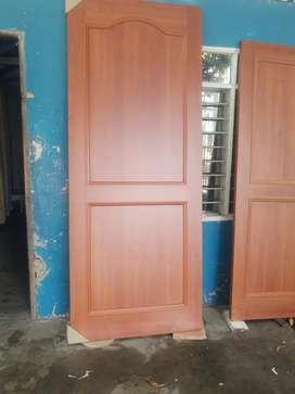 Puerta de madera en RH