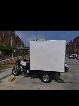 Se vende o arrienda motocarro  con furgon aislado escucho oferta