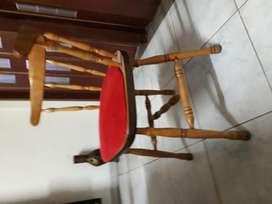 sillas torneadas con respaldo curvo