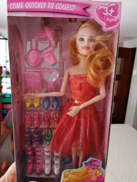 Muñeca con accesorios nueva