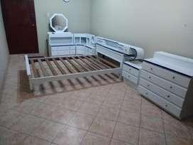 Juego de dormitorio usado, en excelente estado, en Huachipa.