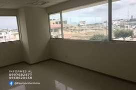 Alquiler de oficina esquinera en Edificio Trade Building zona Mall del Sol