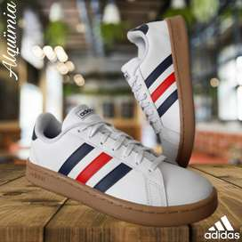 Adidas: Tenis Grand Court Active Red.