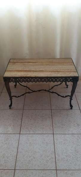 Antigua mesa de mármol y bronce