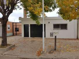 Alquiler casa 2 dormitorios con cochera en villa constitución