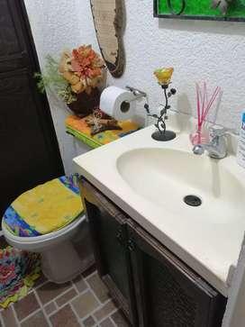Dos (2)muebles lavamanos rusticos diseño original.