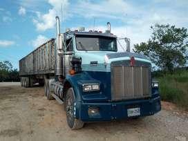 Tractomula con trailer carbonero