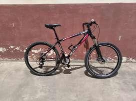 Bicicleta montañera excelentes componentes