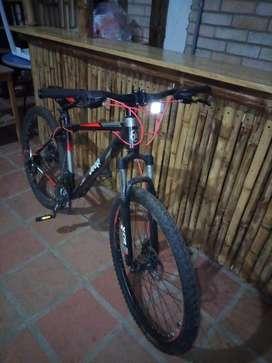 Se vende hermosa bicicleta de montaña