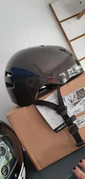 Vendo casco para rollers, moto, bici, skate