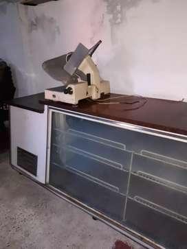 Heladera mostrador + Maquina de Cortar Fiambres