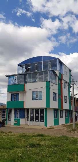 Se vende casa. Muy bonita y rentable. El precio es negociable.