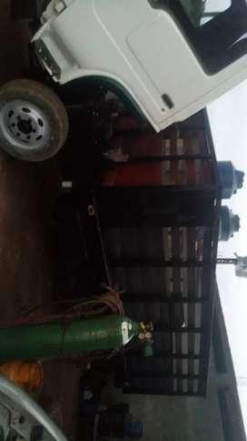 Vendo camión crono con motor toyata 13 b reparado pintado