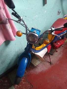 Vendo moto clásica de colección modelo 86 resibo tednolojia oq hay para el cambio buen estado de motor