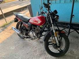 Vendo moto Yamaha YB 125 ED en buenas con diciones al dia en papeles