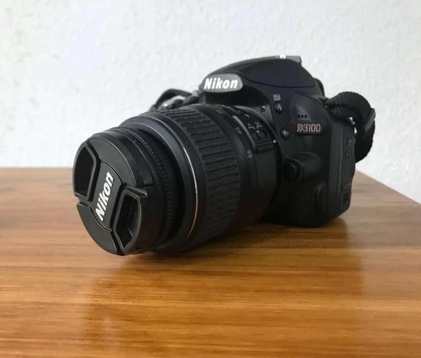 Nikon D3100 con lente 18-55 0
