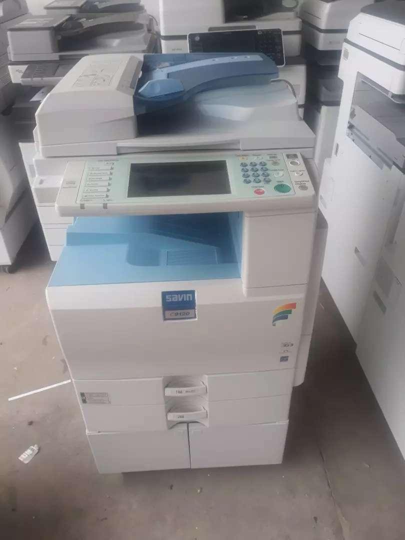 Fotocopiadora a color y blanco y negro