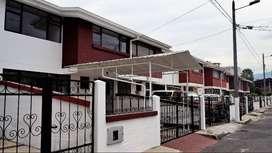 Casa de dos plantas en Venta en Conjunto Residencial El Inca
