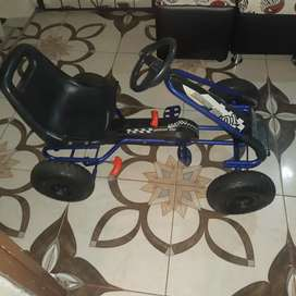 Vencambio dos carros de pedales para niños