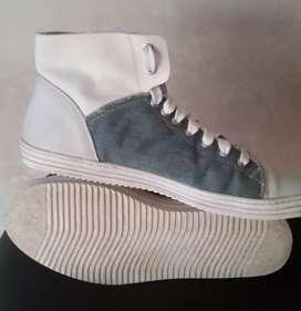 Zapatillas última moda cuero /jeans Tascani número 40 / 11 ctms