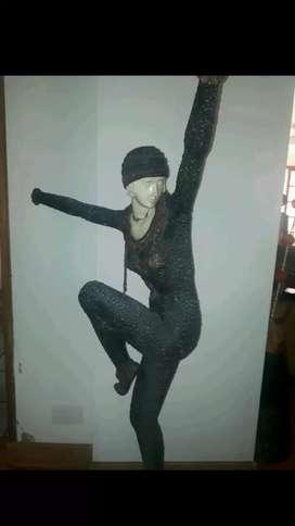 Escultura de bailarita