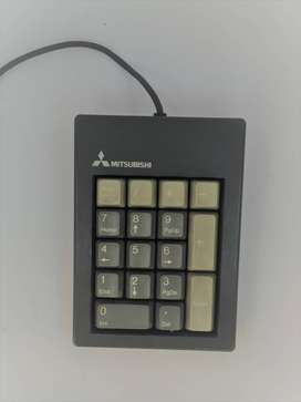 hermoso teclado numérico mitsubitshi vintage
