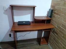 Lindo escritorio con silla giratoria