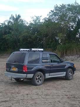 Se vende Ford Explorer