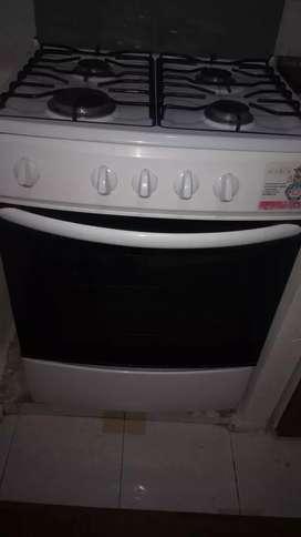 Estufa con horno.