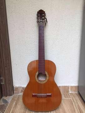 Guitarra acústica. Estado 7/10. Negociable.