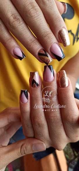Esmaltado semipermanente, uñas acrílicas