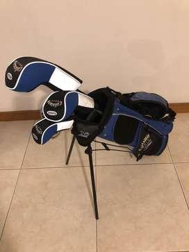 Set de Golf Callaway, 6 palos. Driver, madera, hibrido, dos hierros, put. Para un niño de 6-9 años.