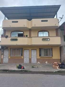 Casa con 4 departamento en venta