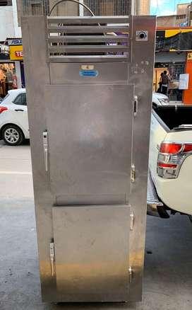 Congeladores verticales de dos puertas.