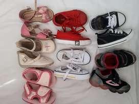 Zapatos para niña talla 19. Se vende todo el lote