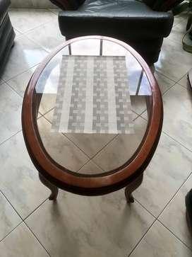 Se vende meda de centro madera y vidrio perfecto estado