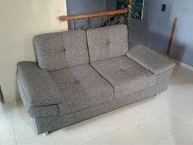 Hermoso sofa de 2 puestos Gris