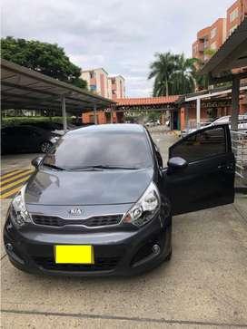 KIA Rio Spice Modelo 2015 Hatchback 63.000 Km