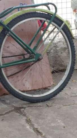Vendo liquido hoy ya rueda armada trasera completa con piñón de aluminio rodado 26