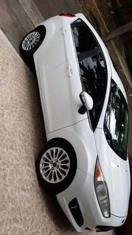 Se vende carro ford  (negociables)