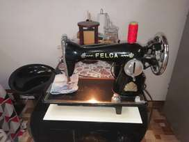 Vendo maquina de coser marca felca