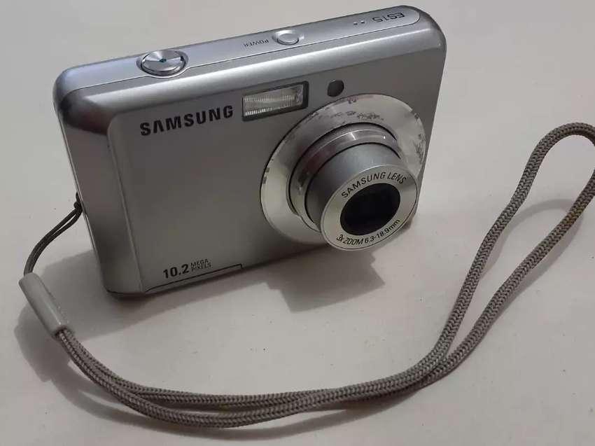 Vendo cámara digital Samsung Modelo ES15 de 10.2 Megapixeles en excelente funcionamiento 0
