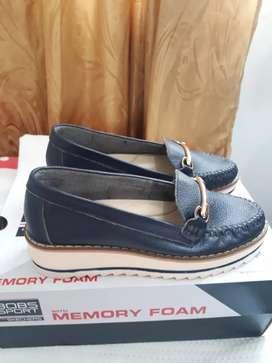 Vendo zapatos planos en cuero para dama o niña número 35.
