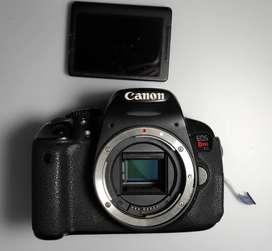 Camara Canon Rebel T4i para repuestos.