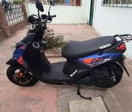 Moto Yamaha BWSX 125, modelo 2020, color azul, negro y naranja
