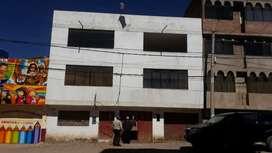 Vendo casa de 3 pisos  con 354 metros cuadrados cuenta con  12 habitaciones  2 baños ubicado en Jr. El puerto # 712