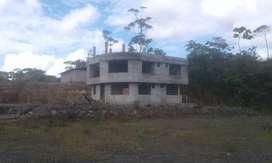 Venta casa de dos pisos cerca a la UEA