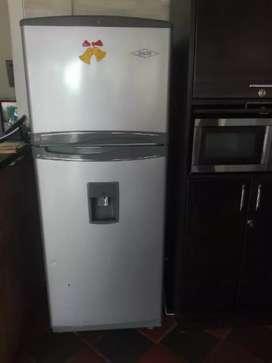 Nevera No Frost Haceb Con Dispensador de Agua