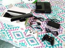 Xbox 360 E + Kinect + 2 controles